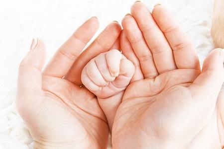Ладони ребёнка и его родителей