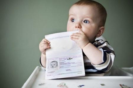 Малыш с паспортом